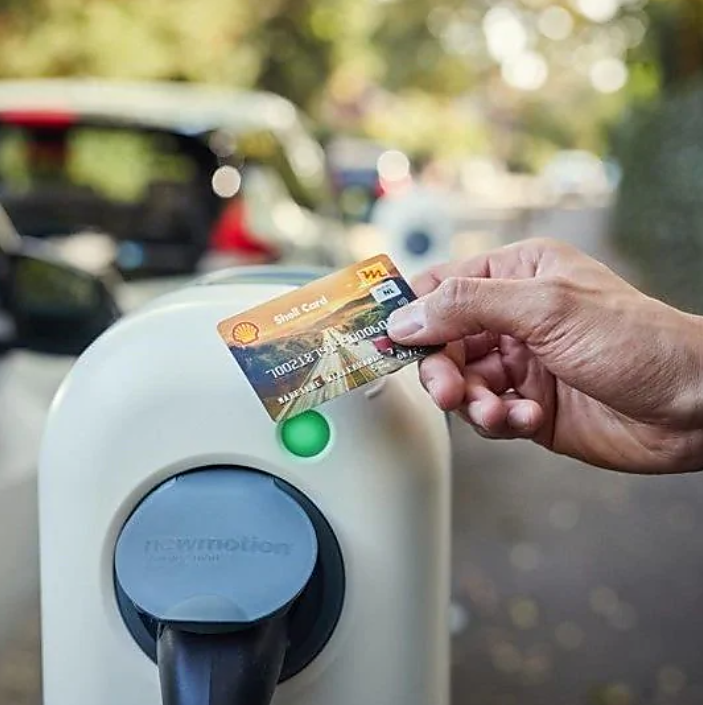Recharge your battery-powered fleet with a fuel card